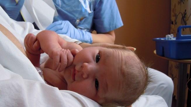 nyfött barn förlossning